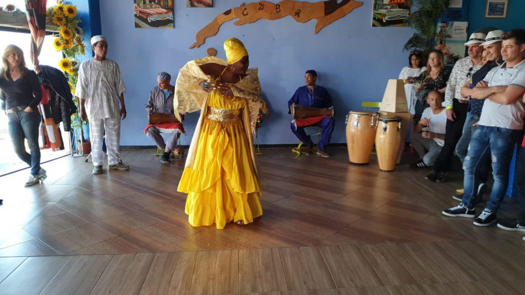 Greechen Bailando Afro